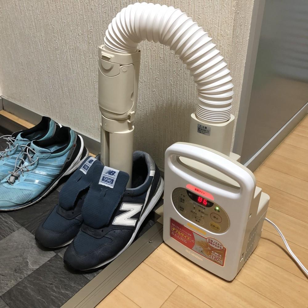 アイリスオーヤマの布団乾燥機、靴乾燥アタッチメントで